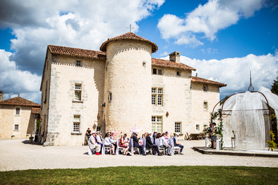 Wedding party waiting for bride at Domaine de Vieux Mareuil